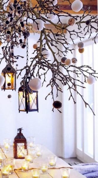 decoration-noel-suspension-branchage-et-guirlande-pompons