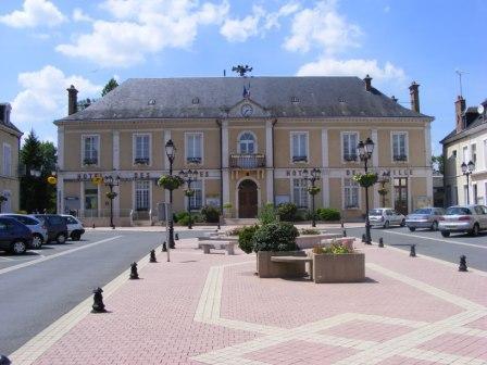 La place de la Mairie de Cloyes